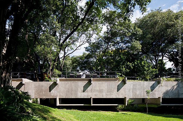 Bedrooms wing concrete façade