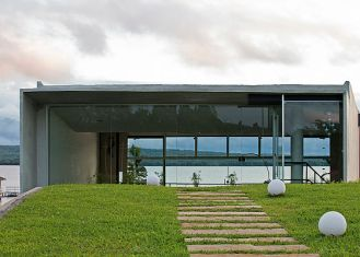 The social area is covered by a concrete shell that allows the t